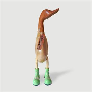 Ente »Claudette« beige-braun aufrecht mit grünen Schuhen