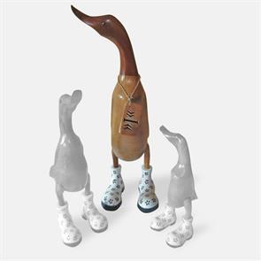 Ente »Indira« - gross braun aufrecht mit weissen Blümchenschuhen